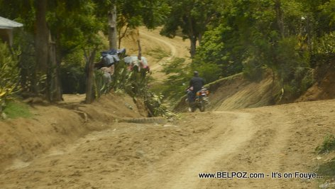 PHOTO: Haiti - Depute Tit Delacruz - Route Construction - Thomassique, section Locianne