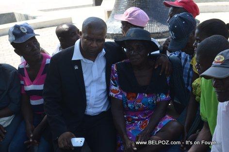 Haiti Elections 2015 - Kandida pou senatè Anrino Destinoble ap pale ak pep la - Plateau Central Haiti