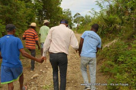 PHOTO: Haiti - Depute Tit Delacruz - Route Construction - Thomassique, section Locianne