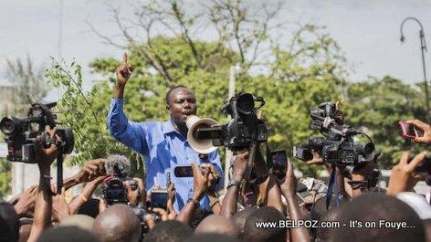 Haiti PHOTO:  Moise Jean Charles devant Palais Nationale - Manifestation 20 Sep 2017