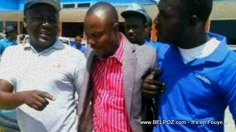 PHOTO: Haiti - Moise Jean Charles being carried by two men