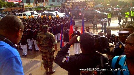 PHOTO: 18 Novembre 2017 - Les Forces Armees d'Haiti au pied du monument de Vertieres
