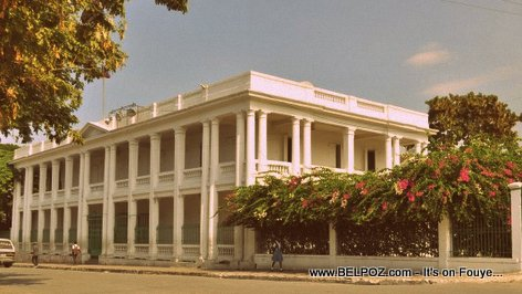 PHOTO: Haiti - ancien batiment du Quartier General des Forces armées d'Haiti