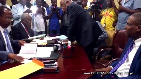 PHOTO: Haiti - Premier Ministre Jean Henry Ceant files his documents in the Senate