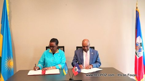 PHOTO: Haiti and Rwanda diplomats signing a joint communiqué