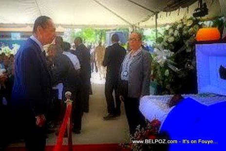 Jean Claude Duvalier giving his last respect to ex-President Lesly Manigat