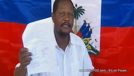 Haiti - Rosemond Jean presents to the media a previous document signed by Aristide Opposition