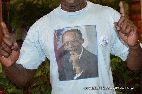 President Aristide sou yon mayo