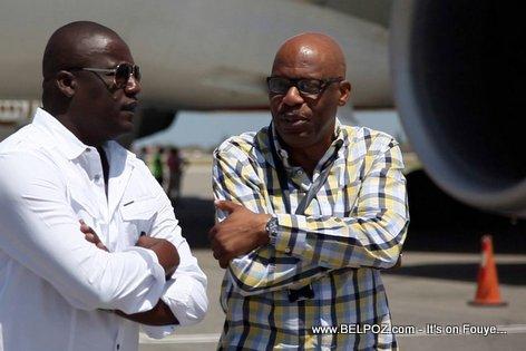PHOTO: Haiti Elections - Pierre Louis Opont ap Resevwa Bilten Elektoral yo