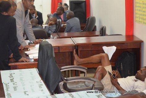 PHOTO: Depute Arnel Belizaire Kontinye Grève de Faim li andedan chanm depute a