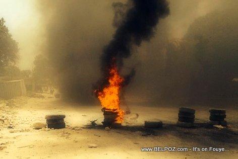PHOTO: Tabarre Haiti Manifestation - Kawotchou ap Boule devan kay Aristide