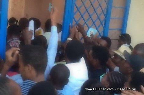Haiti, Jou Election an, Mandatè PA KA Rantre nan yon Centre de Vote