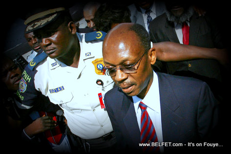 PHOTO: Haiti - Former President Aristide escorted by Security