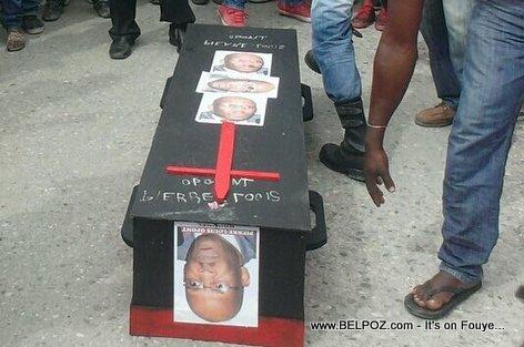 Jacmel CEP Pierre Louis Opont Tèt Anba nan yon Cerceuil - Manifestation Sud-Est