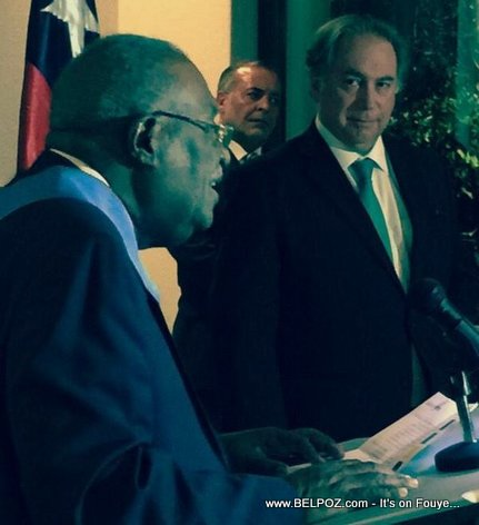 Former Haiti PM Gerard Latortue receiving an Award from Chile