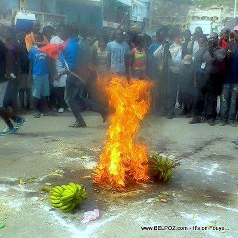 Haiti Manifestation - Seremoni BWA BANNANN, Bagay Malè LOL...