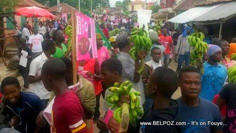 PHOTO: Haiti - Gade Bannann nan yon Manifestation!