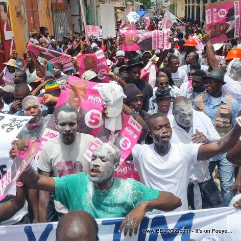 PHOTO: Haiti Manifestation - Zonbi PHTK yo pran lari a