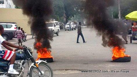 FLASH Tires Burning in Haiti, June 14 2016, The day President Privert's mandate expires