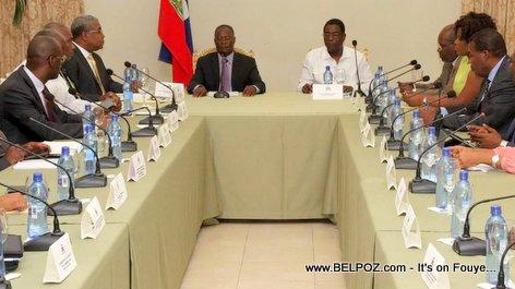 Jocelerme Privert en Conseil des Ministres - Palais National